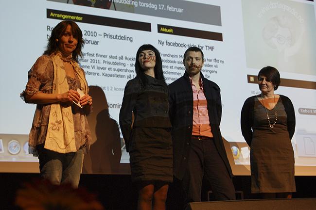 Juryens begrunnelse leses opp for Tanja Holmen, Sptzbrgn, Magne Gisvold; Rockheim og Grete Opsahl fra AtB